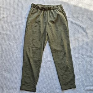H&M/ Olive Green pants/ Size 6